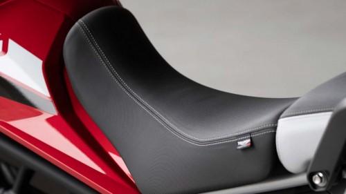 tiger-900-gt-pro-detail-20MY-AZ4I0283-AB-1-GT-seat-stepcarousel_1410x793.jpg